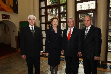 The President of Ireland, Mrs Mary McAleese, with the Hon. Mr Justice John Murray, Chief Justice of Ireland, the Hon. Chief Justice Lance Finch, British Columbia, and Mr Damian Bugg, ISRCL