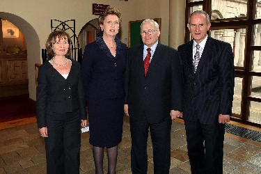 The President of Ireland, Mrs Mary McAleese, with the Hon. Chief Justice Lance Finch, British Columbia, Ms Valerie Fallon, Criminal Law Codification Advisory Committee and Mr Don Sorochan, ISRCL